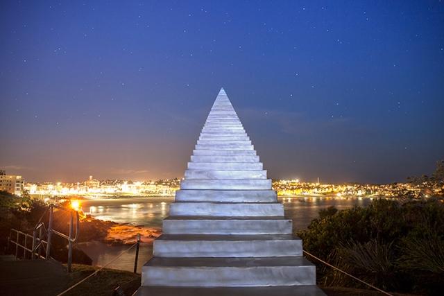 Бесконечная лестница в небо от Дэвида Мак-Кракена (David McCracken)