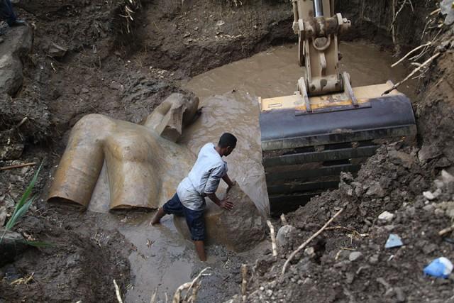 В трущобах Каира нашли 3000-летнюю статую фараона Рамсеса II