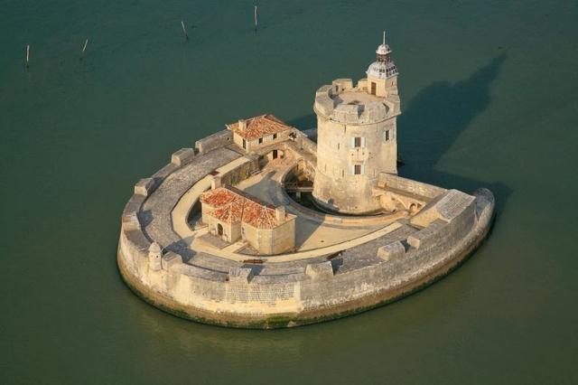 7 великолепных крепостей на побережье Франции