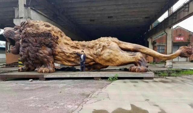Восточный лев – крупнейшая деревянная скульптура в мире, которую 20 человек вырезали 3 года
