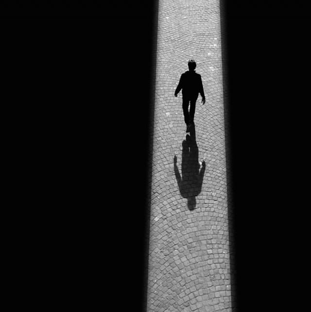 Уличный фотограф Руи Вейга. Свет, тень, силуэты и нотка сверхъестественности