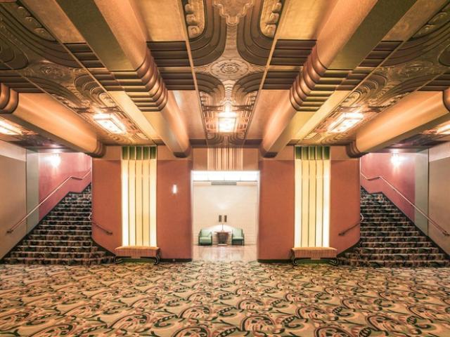 Таинственный Оклендский театр в фотографиях Франка Бобо