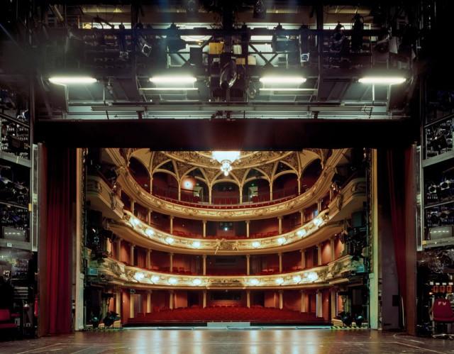 Как выглядят театральные залы с другой стороны. Фотограф Клаус Фрам