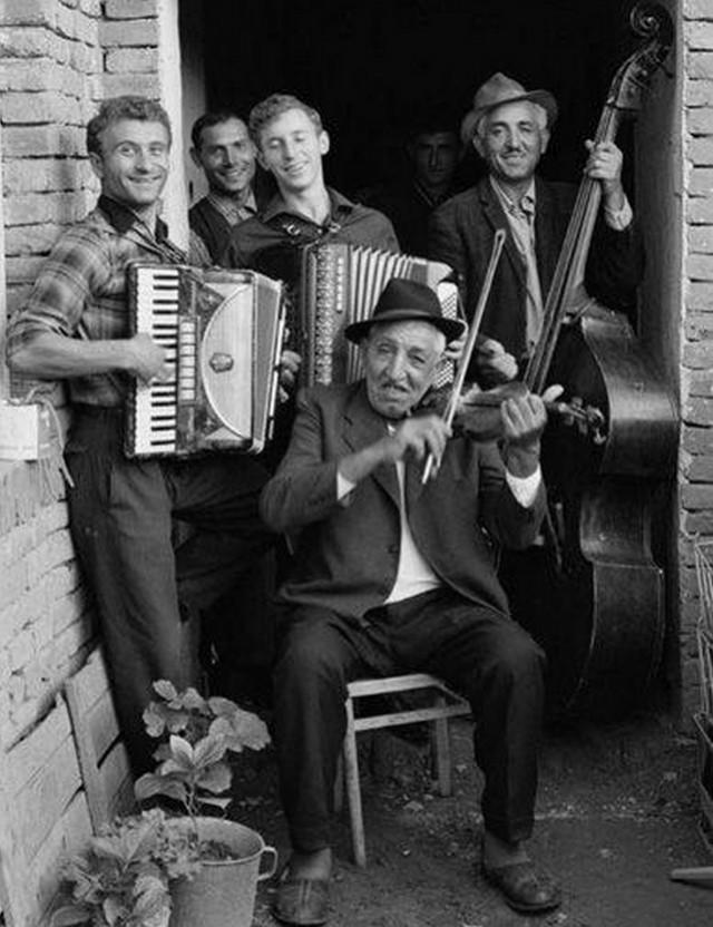 На этом сайте можно найти свою музыкальную ДНК и прослушать тысячи народных песен со всего мира