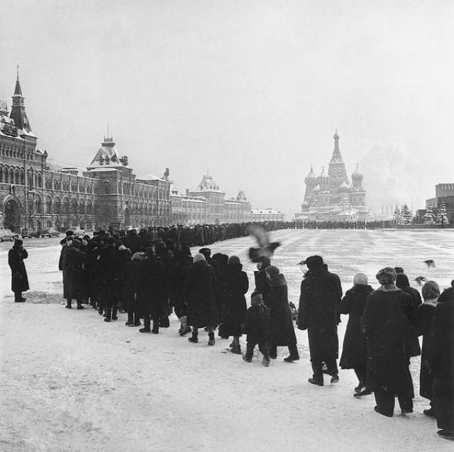 Очередь – феномен и визитная карточка советской жизни