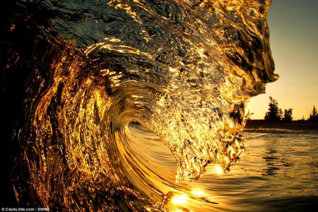 Прибой - потрясающие волны в фотографиях Кларка Литтла (Clark Little)