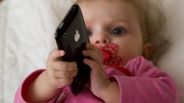 38% детей в возрасте до 2 лет используют планшеты и смартфоны