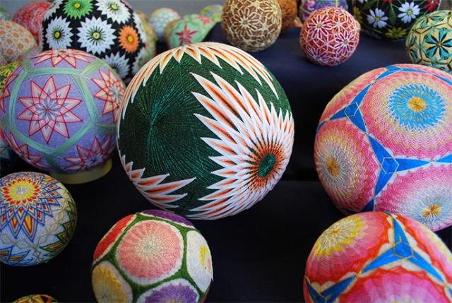 Огромная коллекция вышитых шаров тэмари