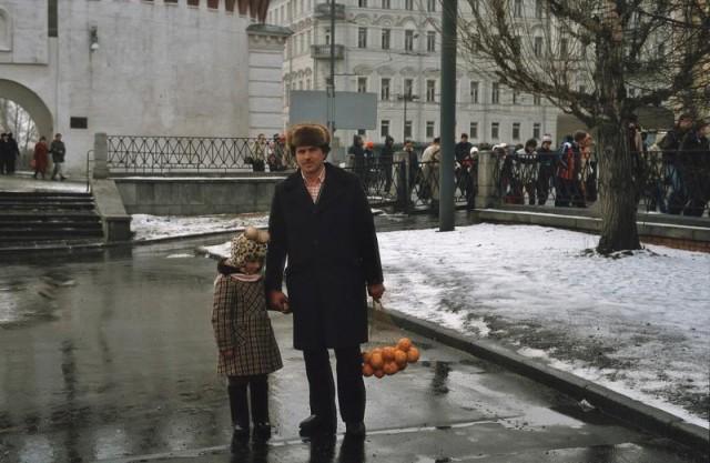 Год 1984: Атмосферные фотографии советской Москвы и москвичей