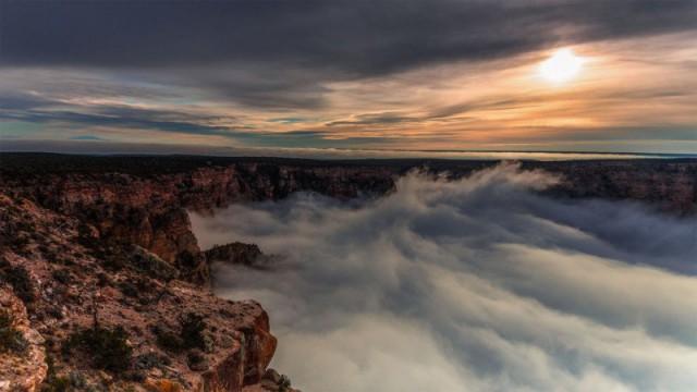 Таймлапс о редком природном явлении: облака, заполняющие Большой каньон, похожи на бурлящий океан