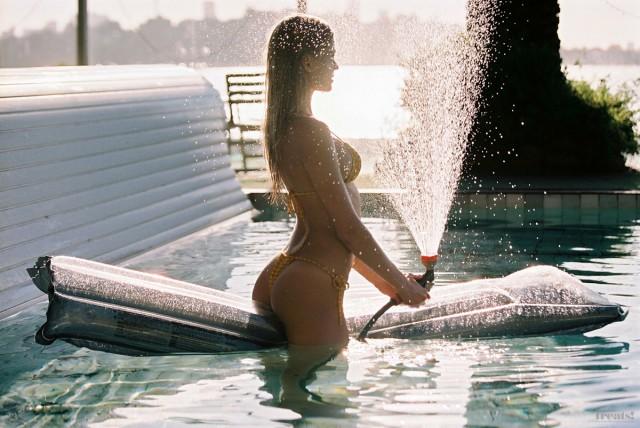 Вита Сидоркина в фотосессии для Treats Magazine