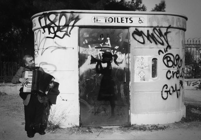 Чувства через край и тишина в уличных фотографиях Марии Спиропулу