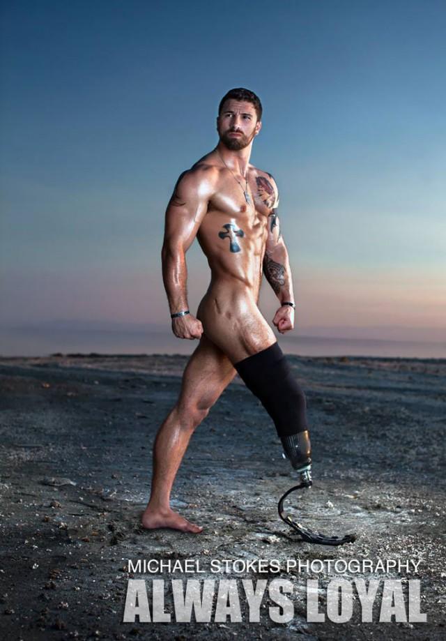Ветераны-инвалиды в сексуально заряженной календарной фотосессии Майкла Стокса