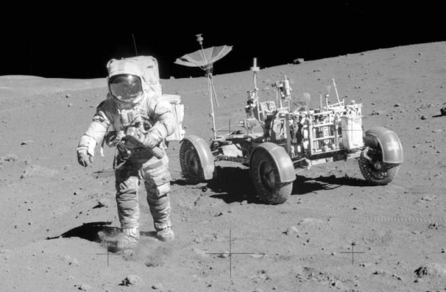 С аукциона продадут первый телеобъектив, который использовали для съёмок на Луне. На нём даже есть лунная пыль