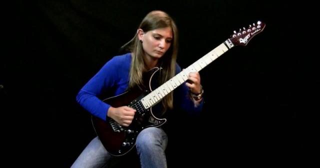17-летняя Tina S потрясающе исполняет «Лунную сонату» на электрогитаре