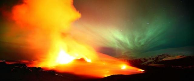 Захватывающие дух изображения извержения вулкана Эйяфьятлайокудль