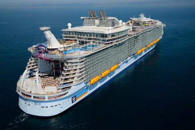 На борту самого большого пассажирского судна в мире (25 фото)