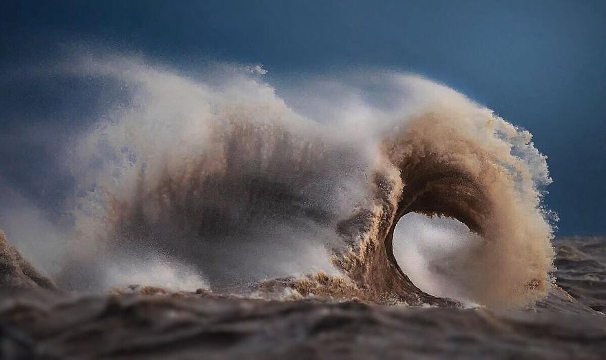 Потрясающие волны озера Эри. Фотограф Дэйв Сэндфорд