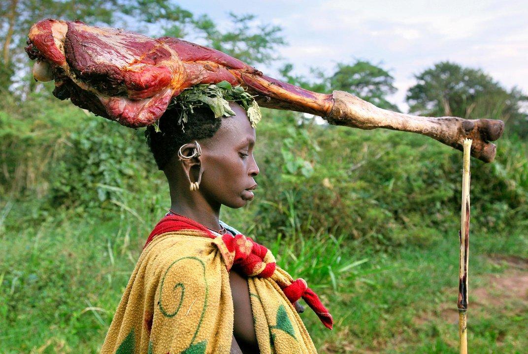 Женщина из племени Сурма