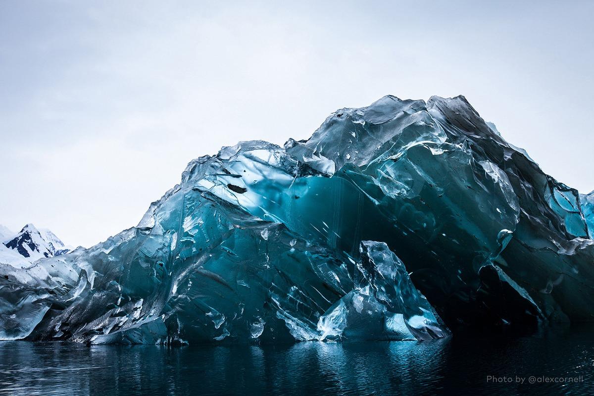 Редкие и захватывающие фотографии перевёрнутого айсберга