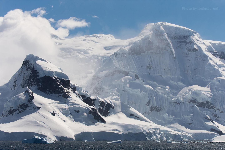 Редкие и захватывающие фотографии перевёрнутого айсберга-1