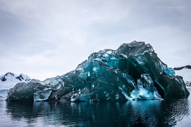 Редкие и захватывающие фотографии перевёрнутого айсберга-2