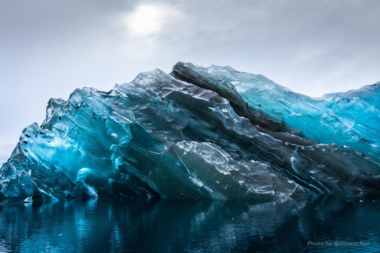 Редкие и захватывающие фотографии перевёрнутого айсберга-7