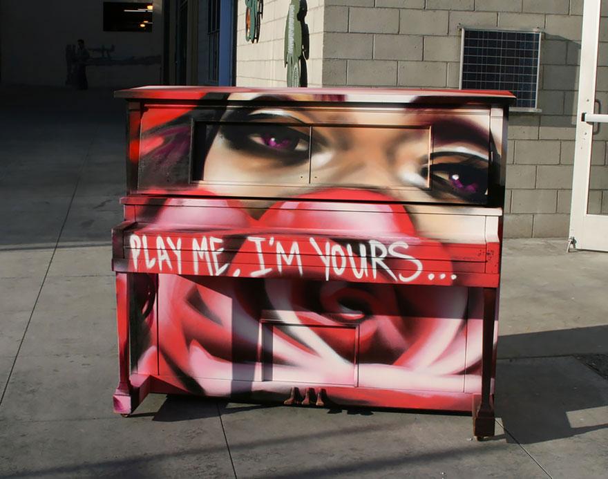 69 раскрашенных уличных пианино в разных городах мира-68