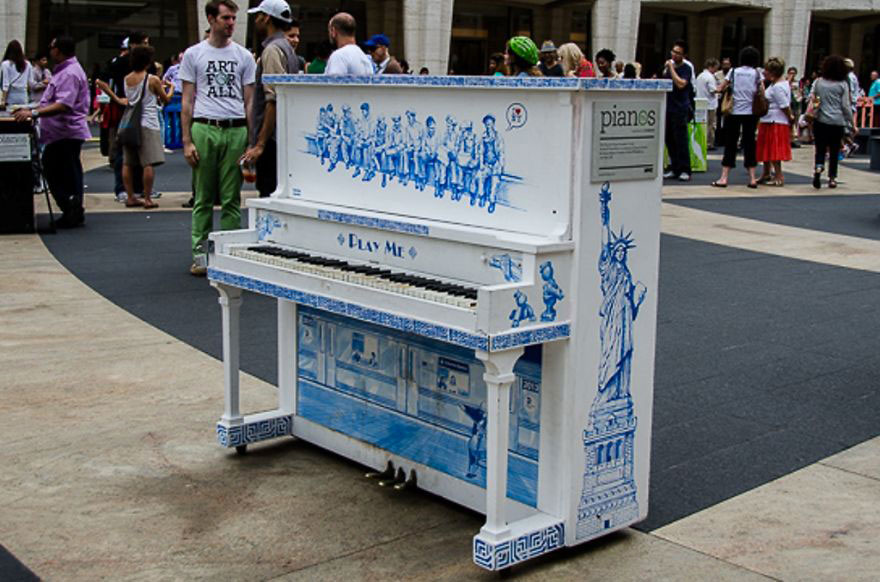 69 раскрашенных уличных пианино в разных городах мира-50