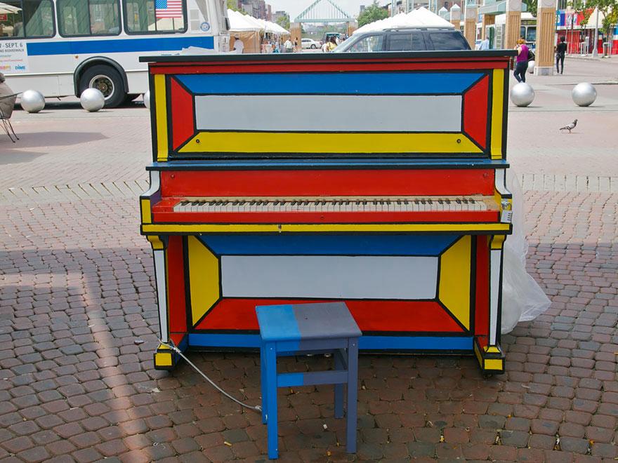 69 раскрашенных уличных пианино в разных городах мира-48