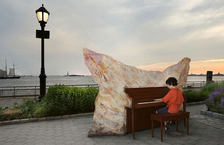 69 раскрашенных уличных пианино в разных городах мира-12