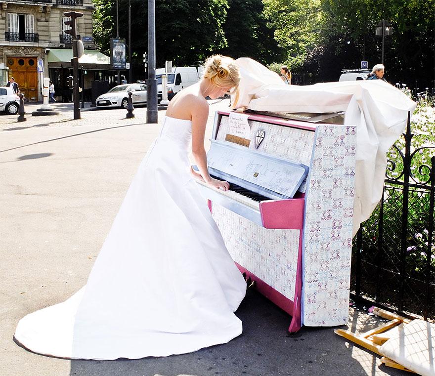 69 раскрашенных уличных пианино в разных городах мира-29