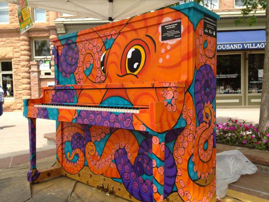 69 раскрашенных уличных пианино в разных городах мира-55