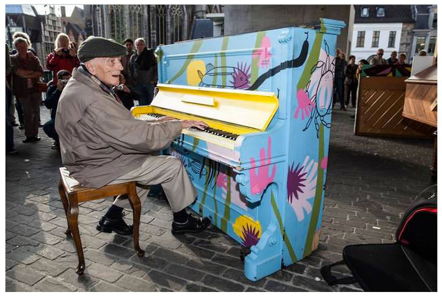 69 раскрашенных уличных пианино в разных городах мира-33