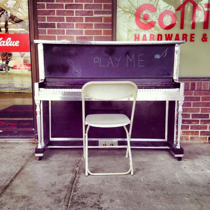 69 раскрашенных уличных пианино в разных городах мира-52