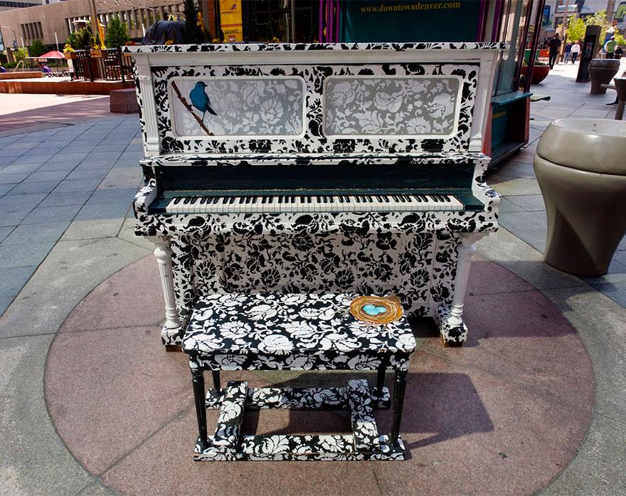 69 раскрашенных уличных пианино в разных городах мира-4