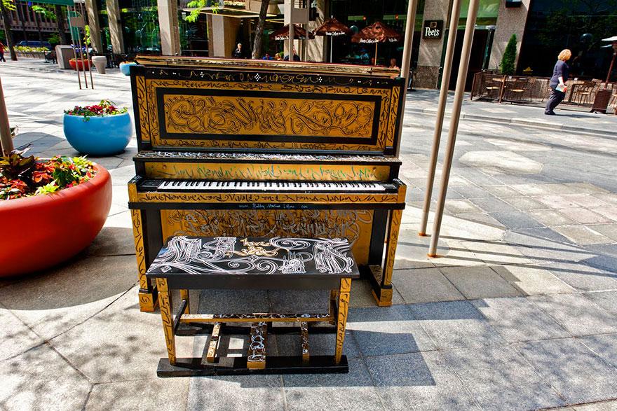 69 раскрашенных уличных пианино в разных городах мира-37