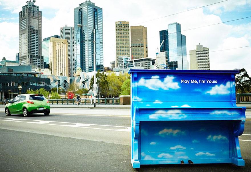 69 раскрашенных уличных пианино в разных городах мира-9