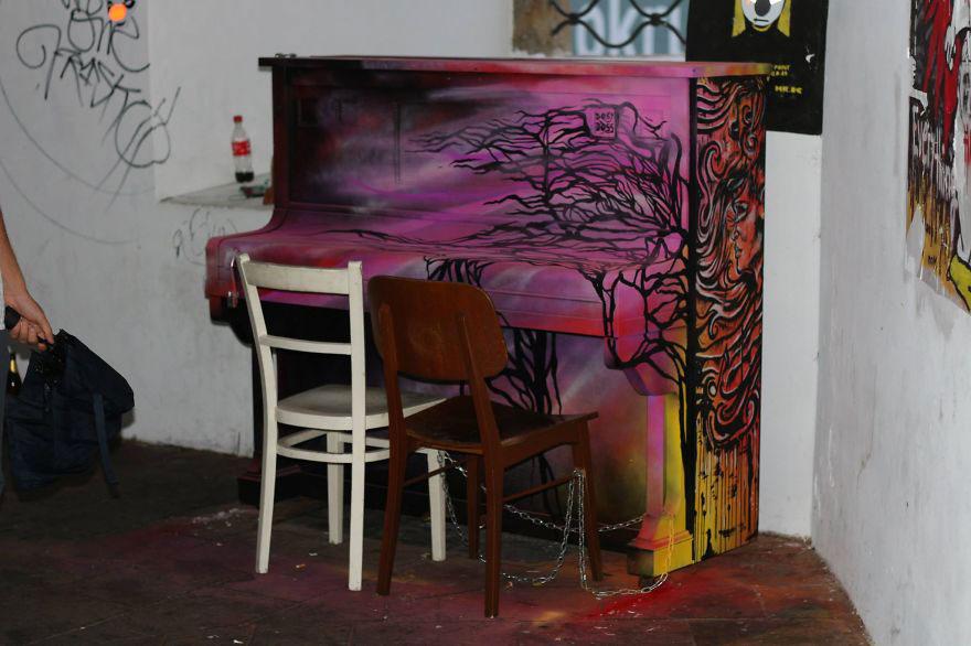 69 раскрашенных уличных пианино в разных городах мира-58
