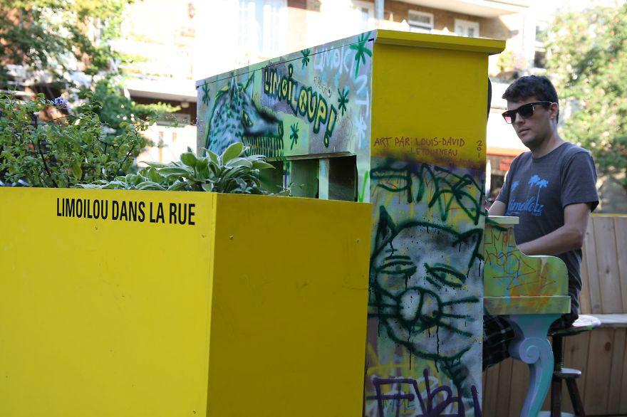69 раскрашенных уличных пианино в разных городах мира-47