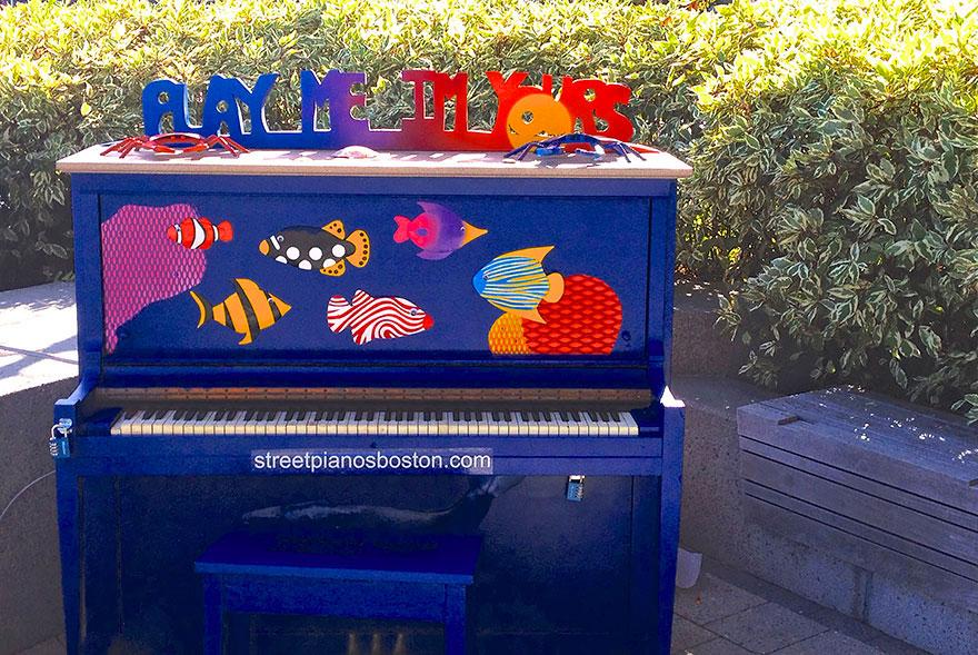 69 раскрашенных уличных пианино в разных городах мира-28
