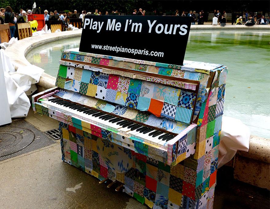 69 раскрашенных уличных пианино в разных городах мира-38