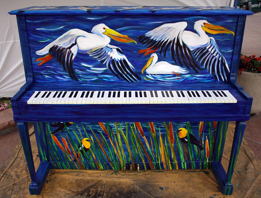 69 раскрашенных уличных пианино в разных городах мира-17
