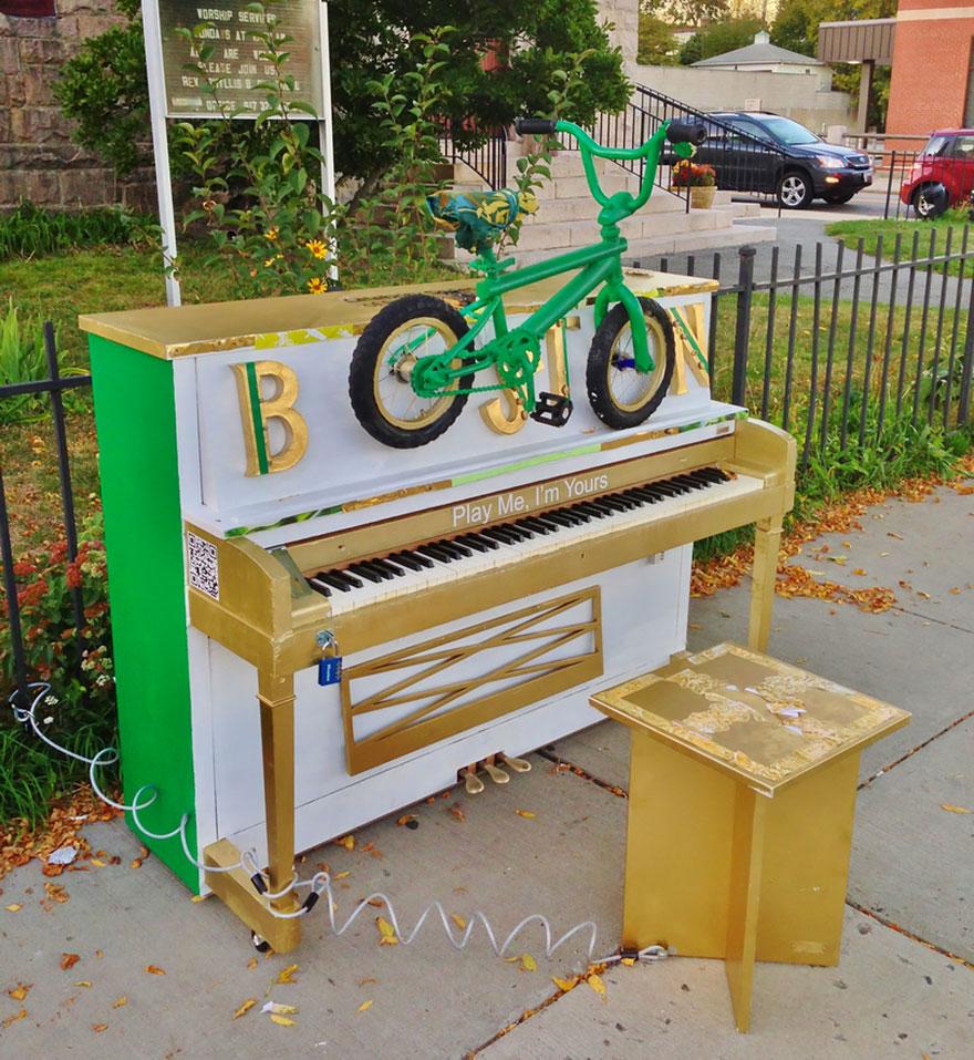 69 раскрашенных уличных пианино в разных городах мира-31