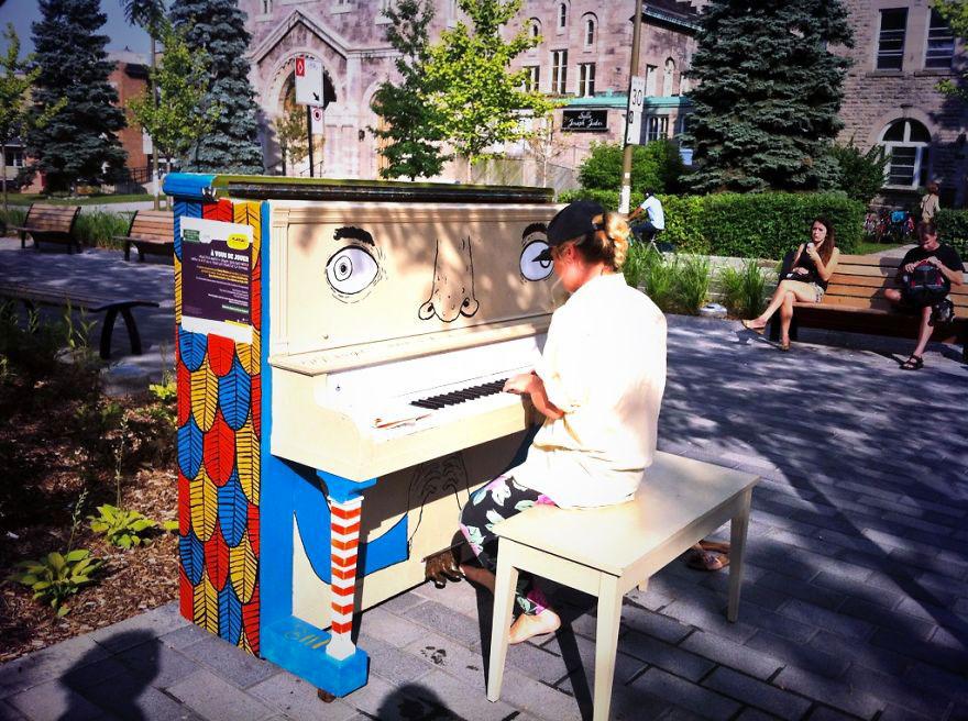 69 раскрашенных уличных пианино в разных городах мира-65