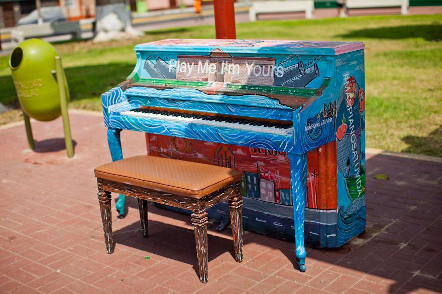 69 раскрашенных уличных пианино в разных городах мира-67