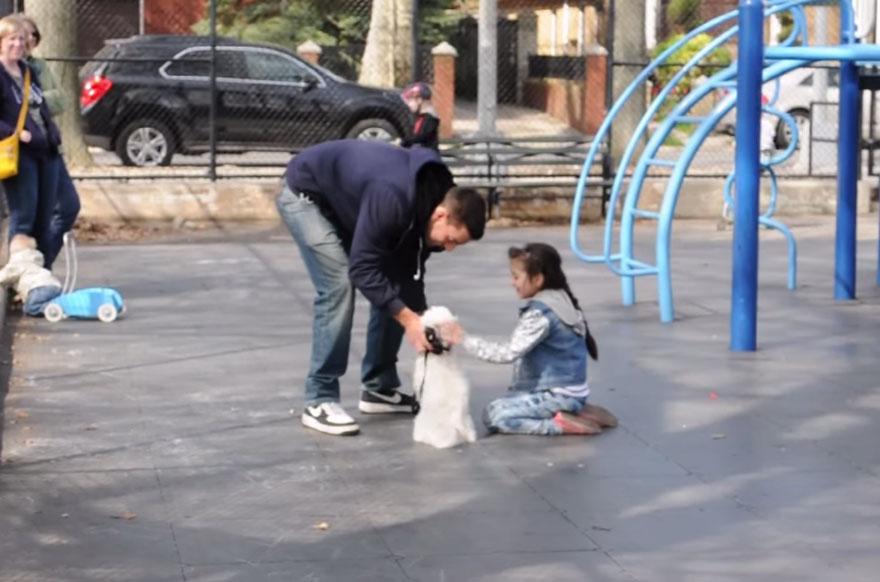 Шокирующий социальный эксперимент показал, как легко незнакомец может похитить ребёнка-3