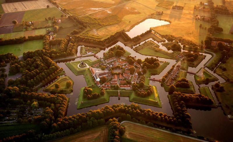 Форт-звезда Буртанж в Нидерландах