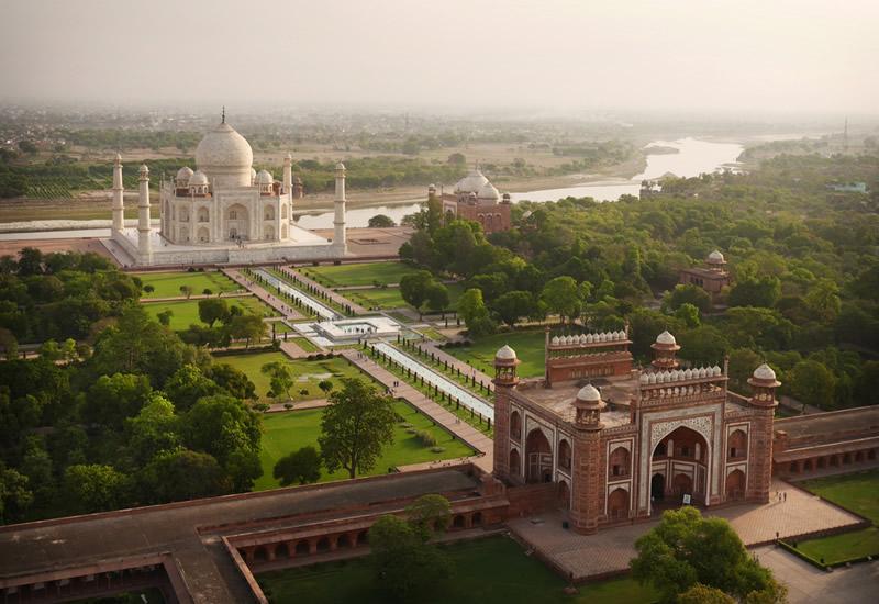 Мавзолей-мечеть Тадж-Махал в Агре, Индия