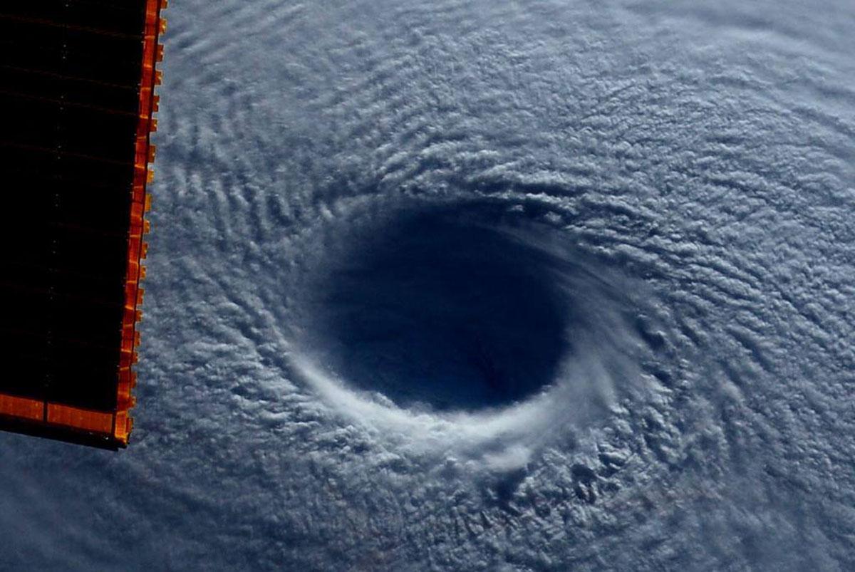 Cупертайфун «Майсак» - фото из космоса - 6